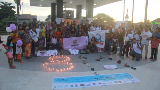 Jóvenes realizan actividad de sensibilización en conmemoración por el Día de la Mujer en Puerto Maldonado