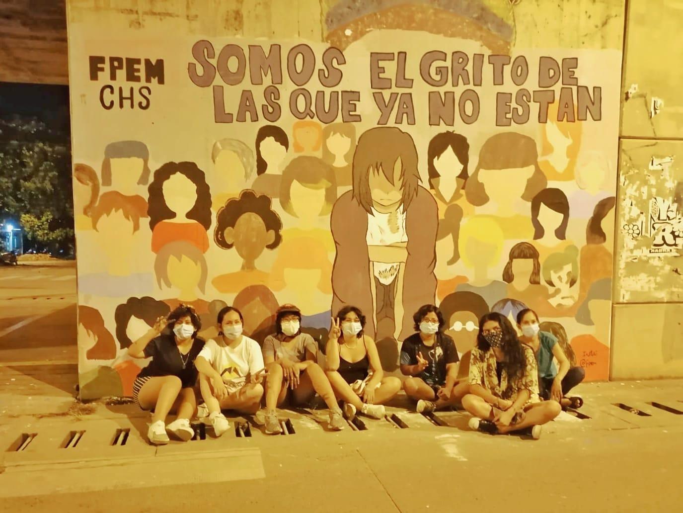 """Colectivo """"Feministas en PEM"""" pintan murales en el marco del Día Internacional de la Mujer"""